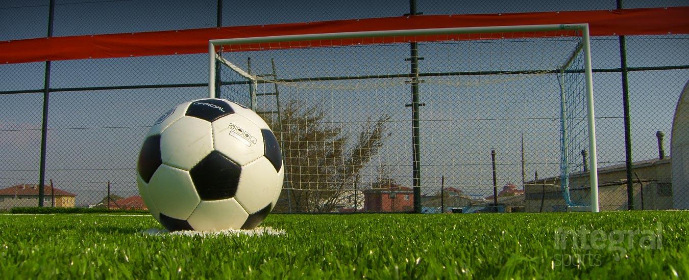 تركيب أرضيات عشب صناعي لملاعب كرة القدم